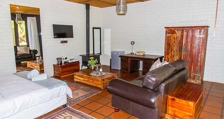 Luxury Suite - Petit Verdot | African Vineyard Guest House | Kanoneiland Accommodation